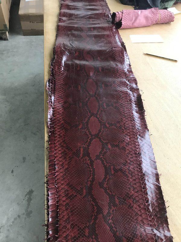 """SKU:10064 NAME:python leather acquarello lux chardonnay bordeaux ANIMAL:python leather SPECIE:reticulatus ARTICLE:acquarello lux COLOR:chardonnay bordeaux USE:leathergoods, shoes SIZE:27+;30+ THICKNESS:0,4/0,6 DESCRIPTION:soft, semishinny """