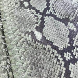 """SKU:10073 NAME:python leather acquarello lux green cress ANIMAL:python leather SPECIE:reticulatus ARTICLE:acquarello lux COLOR:green cress USE:leathergoods, shoes SIZE:27+ THICKNESS:0,4/0,6 DESCRIPTION:soft, semishinny """