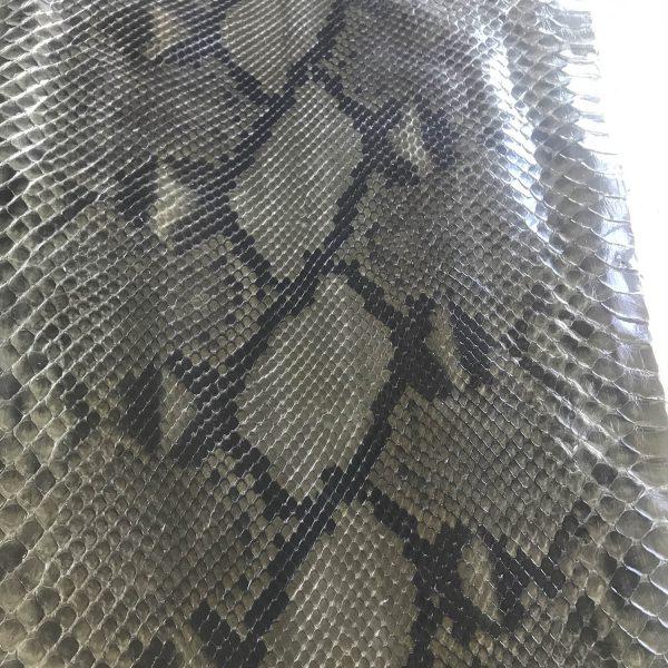 """SKU:10113 NAME:python leather acquarello lux moss ANIMAL:python leather SPECIE:reticulatus ARTICLE:acquarello lux COLOR:moss USE:leathergoods, shoes SIZE:30+ THICKNESS:0,4/0,6 DESCRIPTION:soft, semishinny """