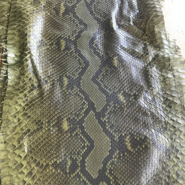 """""""SKU:10114 NAME:python leather oil classic olive ANIMAL:python leather SPECIE:reticulatus ARTICLE:oil COLOR:classic olive USE:leathergoods, shoes, garment SIZE:30+ THICKNESS:0,4/0,6 DESCRIPTION:soft, matt, waxy """""""