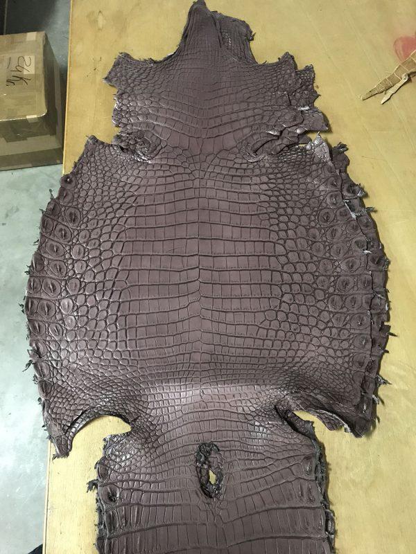 """SKU:10127 NAME:crocodile leather lave cerise ANIMAL:crocodile leather SPECIE:niloticus ARTICLE:lave COLOR:cerise USE:leathergoods, shoes SIZE:36-39, 40-44 THICKNESS:1,0/1,2 DESCRIPTION:vintage, sporty, semishinny, soft """