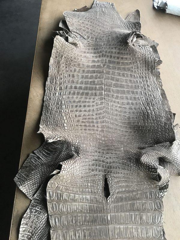 """SKU:10135 NAME:crocodile leather nabuck tabacco ANIMAL:crocodile leather SPECIE:niloticus ARTICLE:nabuck COLOR:tabacco USE:leathergoods, shoes, garment SIZE:35-39, 40-44 THICKNESS:1,0/1,2 DESCRIPTION:matt, soft, dressy """