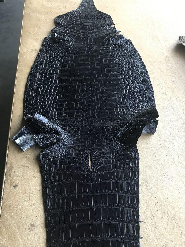 """SKU:10136 NAME:crocodile leather glace black ANIMAL:crocodile leather SPECIE:niloticus ARTICLE:glace COLOR:black USE:leathergoods, shoes, SIZE:30-34, 35-39 THICKNESS:1,0/1,2 DESCRIPTION:matt, soft, dressy """
