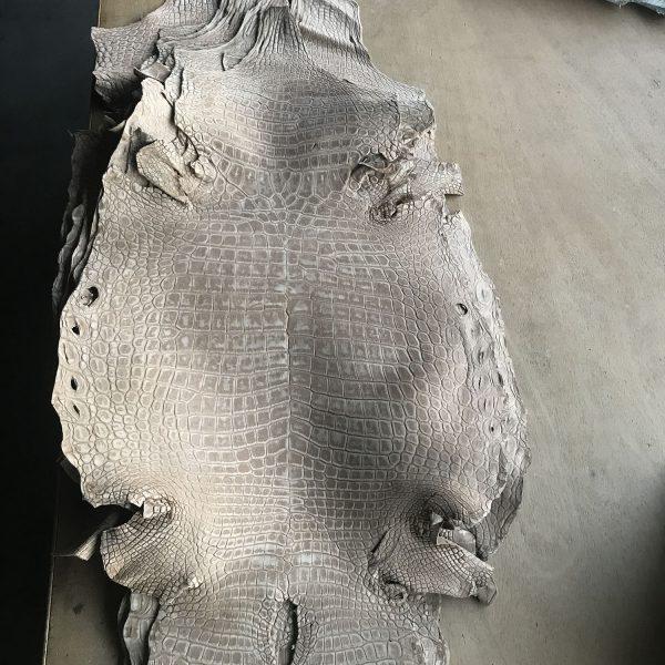 """SKU:10143 NAME:crocodile leather nabuck antilope ANIMAL:crocodile leather SPECIE:niloticus ARTICLE:nabuck COLOR:antilope USE:leathergoods, shoes, garment SIZE:35-39, 40-44, 45-49 THICKNESS:1,0/1,2 DESCRIPTION:matt, soft, dressy """