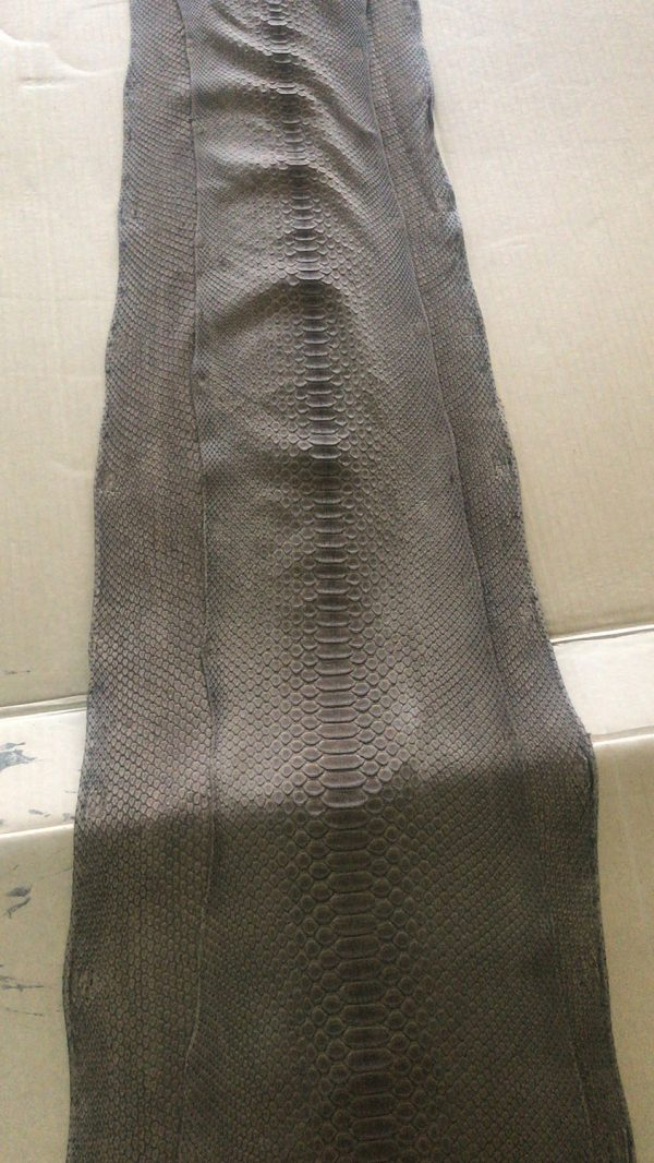 """SKU:10148 NAME:python leather nabuck eugene marron glace ANIMAL:python leather SPECIE:reticulatus ARTICLE:nabuck eugene COLOR:marron glace USE:leathergoods, shoes, garment SIZE:30+, 35+, THICKNESS:0,4/0,6 DESCRIPTION:soft, matt, nabuck """