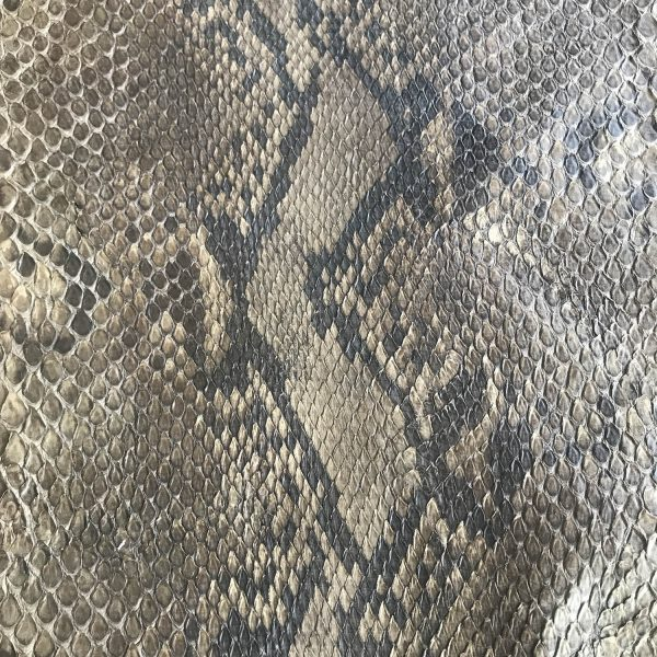 """""""SKU:10166 NAME:python leather oil tobacco ANIMAL:python leather SPECIE:reticulatus ARTICLE:oil COLOR:tobacco USE:leathergoods, shoes, garment SIZE:27-, 27+ THICKNESS:0,4/0,6 DESCRIPTION:soft, matt, waxy """""""