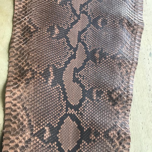 """""""SKU:10189 NAME:python leather oil dusty blush ANIMAL:python leather SPECIE:reticulatus ARTICLE:oil COLOR:dusty blush USE:leathergoods, shoes, garment SIZE:27+;30+; 35+ THICKNESS:0,4/0,6 DESCRIPTION:soft, matt, waxy """""""