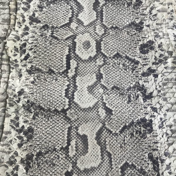 """SKU:10190 NAME:python leather sebae natural ANIMAL:python leather SPECIE:moluro ARTICLE:sebae COLOR:natural USE:leathergoods, shoes, garment SIZE:30+ THICKNESS:0,4/0,6 DESCRIPTION:soft, matt """