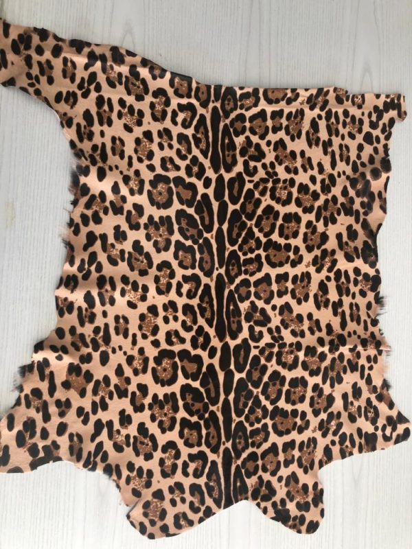 """SKU:10195 NAME:calf leather cavallino printed ocelot ANIMAL:calf leather SPECIE:calf ARTICLE:cavallino printed COLOR:ocelot USE:leathergoods, shoes, garment SIZE:04-05 THICKNESS:0,8/1,0 DESCRIPTION:soft, shinny, warm """