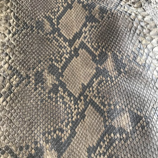 """SKU:10223 NAME:python leather oil marrone medio ANIMAL:python leather SPECIE:reticulatus ARTICLE:oil COLOR:marrone medio USE:leathergoods, shoes, garment SIZE:30+, 35+ THICKNESS:0,4/0,6 DESCRIPTION:soft, matt """