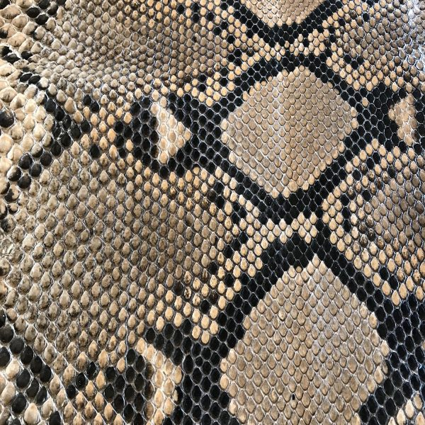 """""""SKU:10230 NAME:python leather lux rose cammeo ANIMAL:python leather SPECIE:reticulatus ARTICLE:lux COLOR:rose cammeo USE:leathergoods, shoes SIZE:27+;30+ THICKNESS:0,4/0,6 DESCRIPTION:soft, shinny """""""