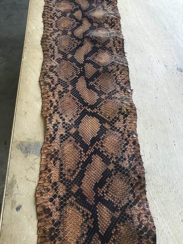"""SKU:10231 NAME:python leather glace marrone medio ANIMAL:python leather SPECIE:reticulatus ARTICLE:glace COLOR:marrone medio USE:leathergoods, shoes SIZE:27+;30+ THICKNESS:0,4/0,6 DESCRIPTION:soft, semishinny """