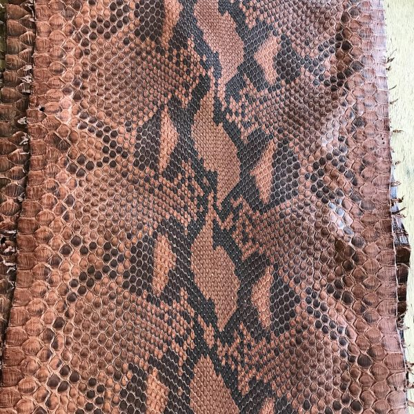 """SKU:10233 NAME:python leather oil cinnamon ANIMAL:python leather SPECIE:reticulatus ARTICLE:oil COLOR:cinnamon USE:leathergoods, shoes, garment SIZE:30+, 35+ THICKNESS:0,4/0,6 DESCRIPTION:soft, matt """