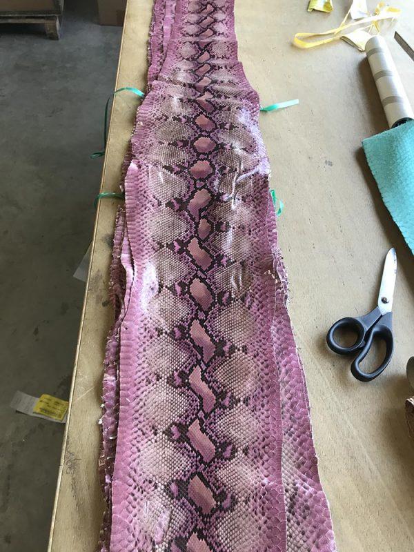 """SKU:10243 NAME:python leather giada lux peon.pink.rom ANIMAL:python leather SPECIE:reticulatus ARTICLE:giada lux COLOR:peon.pink.rom USE:leathergoods, shoes, garment SIZE:27-,27+,30+, THICKNESS:0,4/0,6 DESCRIPTION:soft, matt """