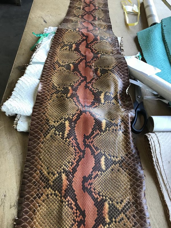 """SKU:10244 NAME:python leather paris tucano cuir ANIMAL:python leather SPECIE:reticulatus ARTICLE:paris COLOR:tucano cuir USE:leathergoods, shoes, garment SIZE:27+, 30+ THICKNESS:0,4/0,6 DESCRIPTION:soft, matt """