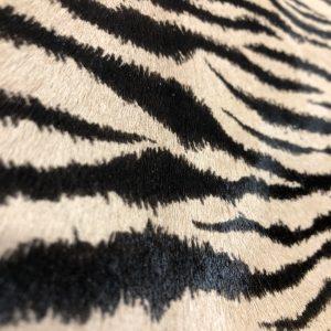 """SKU:10267 NAME:calf leather cavallino printed zebra dan brown ANIMAL:calf leather SPECIE:calf ARTICLE:cavallino printed COLOR:zebra dan brown USE:leathergoods, shoes, garment SIZE:04-05 THICKNESS:0,8/1,0 DESCRIPTION:soft, shinny, warm """